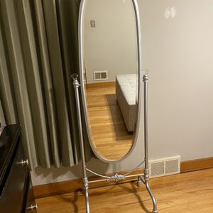 Stand Mirror for Sale in Franklin Park, IL