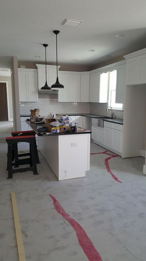 White shaker 42 inch kitchen cabinets at wholesale prices for Sale in Tampa, FL