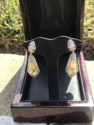 18k and diamond earrings for Sale in Inglewood, CA