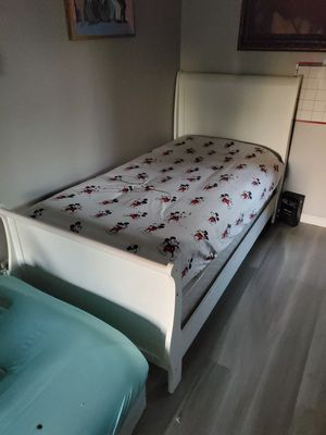 Twin beds 2 available sold individually or together for Sale in Colton, CA
