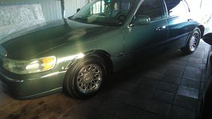 1999 Lincoln Town car for Sale in Lakewood, CA