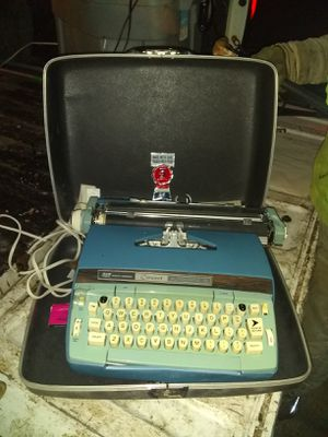 Smith Corona Typewriter Coronet Automatic 12 Made for Sale in Aurora, IL
