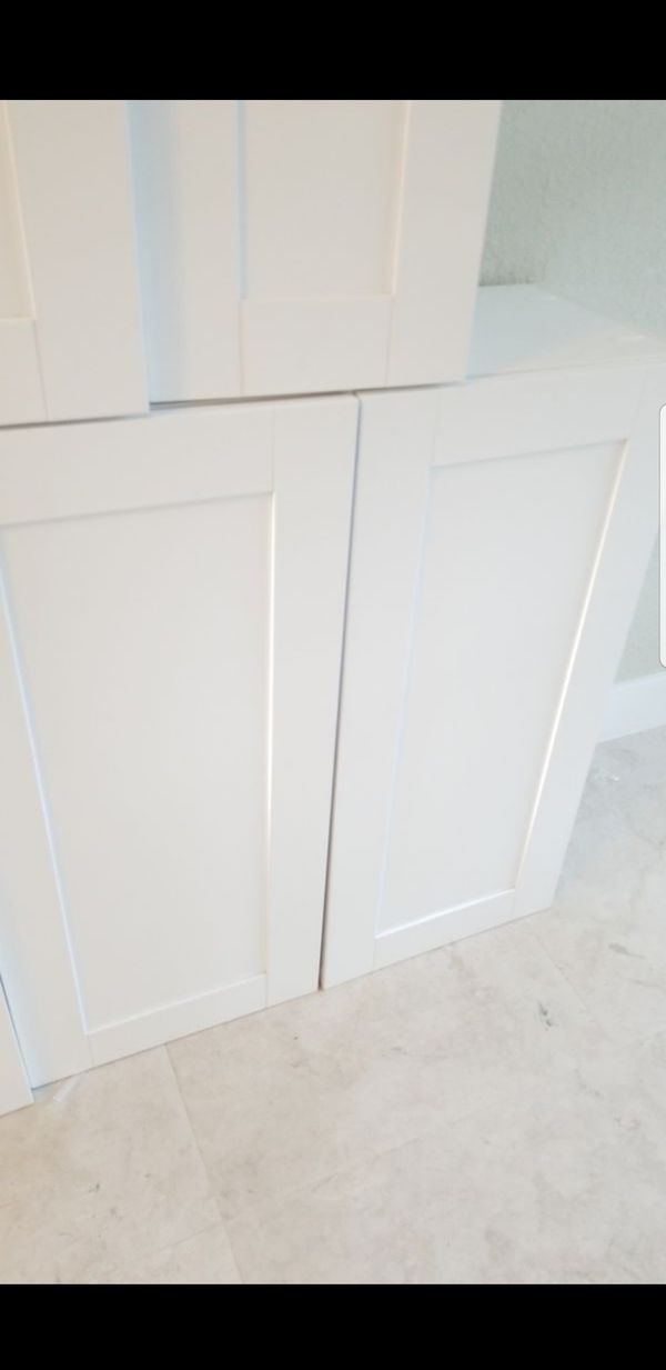 4 Solid Wood Kitchen Cabinets. White Shaker. Brand New