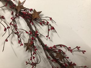 """55"""" Christmas red pip berry garland with metal barn stars for Sale for sale  Girard, OH"""