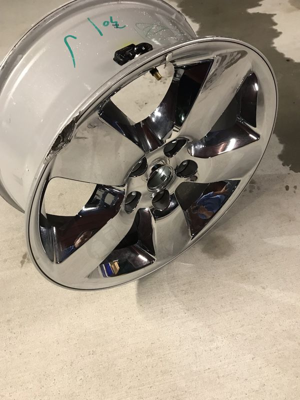 "2018 Dodge Ram 1500 only 1 chrome rim minor damaged side 20"" inch"