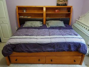 Matching Full Bed w/Mattress, Dresser w/mirror, Desk w/Chair for Sale in Miami, FL