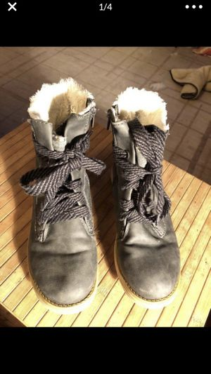 Steve Madden sm women's size 6 or youth 4 grey ankle boots fur lined for Sale in Portland, OR