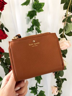 New Kate Spade Small Brown Wallet for Sale in Hacienda Heights, CA