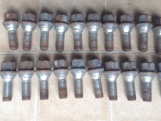 12mm X 1.00 Lug Bolts for Sale in Des Plaines,  IL