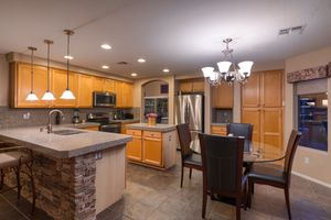 Kitchen table and Chairs for Sale in Scottsdale, AZ