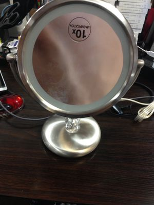 Elizabeth Arden lighted makeup vanity mirror (iv) for Sale in Upland, CA
