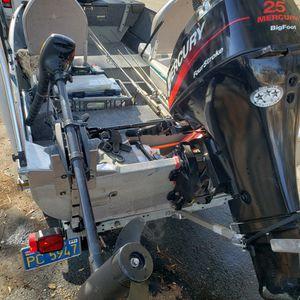 vendo lancha de aluminio 14 ft con motor mercury four stroke 25hp traila galvanizada fishfinder for Sale in San Jose, CA