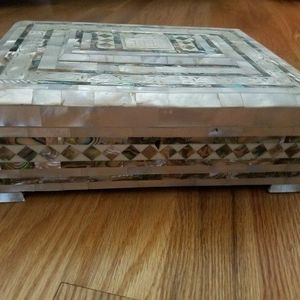 Exquisite Mother Of Pearl Dresser Trinket Box Large for Sale in Chicago, IL