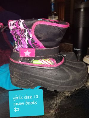 Girls size 12 snow boots for Sale in Clarksville, IN