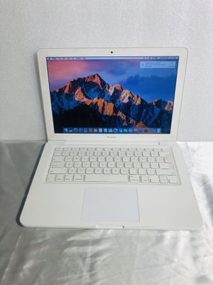 Apple MacBook 13in. 2.4GHz 2GB 250GB Mid 2010 for Sale in Irving, TX