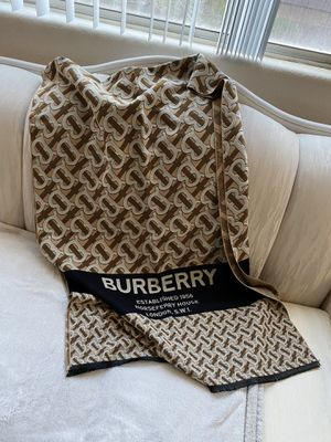 Burberry London Brit Cashmere Oversize Shawl for Sale in Las Vegas, NV