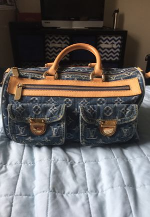 Louis Vuitton hang bag for Sale in Kaysville, UT