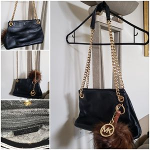 Michael Kors (Women's Cross Bodybag) for Sale in Mountlake Terrace, WA