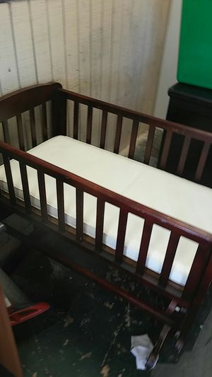 Free baby crib come get it for Sale in Pembroke Pines, FL