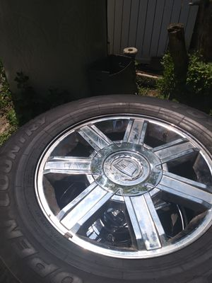 Chrome 18 inch 6 lug escalade rims (2 center caps missing for Sale in Detroit, MI