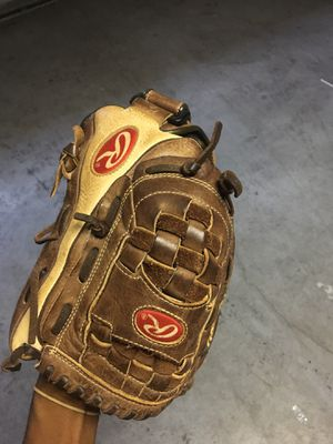 Baseball glove for Sale in Riverview, FL