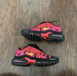 Supreme Nike Air Max Black/Red for Sale in Sayreville,  NJ
