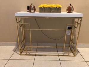 Small entry/console table for Sale in Miami, FL