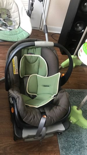 Baby Infant Carrier with base!! for Sale in Arlington, TX