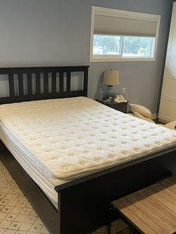 Queen Mattress Set w/memory Foam Topper for Sale in North Bend,  WA