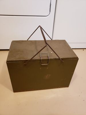 Vintage Army Green Galvanized Picnic Cooler for Sale in West Chicago, IL