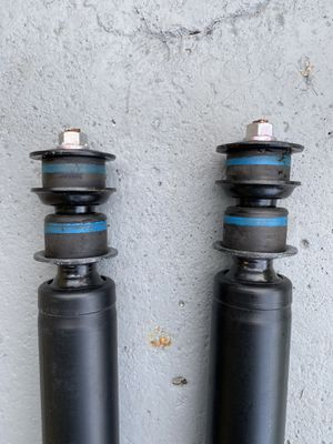 KYB Shock Absorber Toyota Tundra 48530- 0C081 Pair Amortiguadores for Sale in Miami Beach, FL