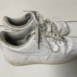 Men Shoes Size 9 White Nike Air for Sale in Kenmore, WA
