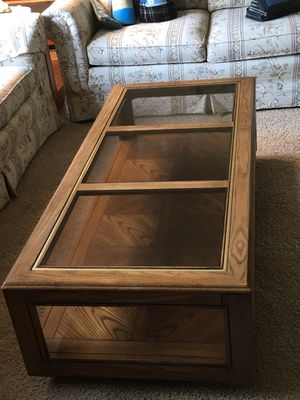 Coffee table with matching end tables for Sale in Puyallup, WA