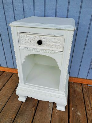 Vintage shabby chic side accent table for Sale in Davie, FL