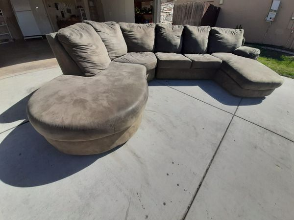 FOR SALE SECTIONAL COUCH GOOD CONDITIONS