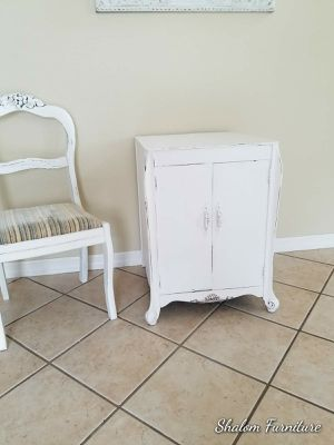 Antique record cabinet for Sale in Kissimmee, FL