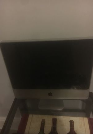 iMac 2008 missing piece to keyboard and mouse only have computer for Sale in Cleveland, OH