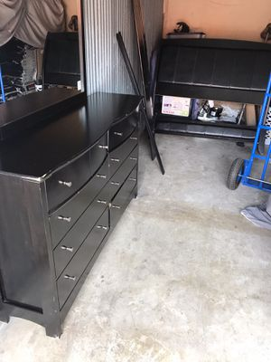 Queen bed frame with dresser for Sale in Dallas, TX