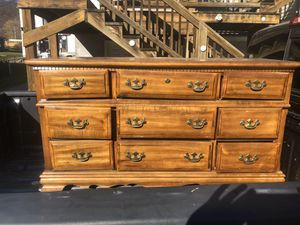 Long dresser comes with mirror for Sale in Fairmont, WV