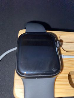 Apple Watch Series 5 Cellular Model 40mm for Sale in Port St. Lucie, FL