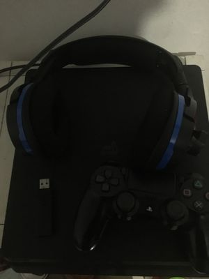 PS4 slim wireless headset with controller for Sale in Wilmington, CA