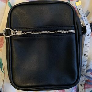 Wild Fable Crossbody Black Rounded Rectangular Purse With Adjustable Strap for Sale in Centreville, VA