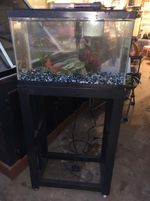 10 gallons fish tank aquarium with metal stand for Sale in San Diego, CA