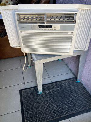 Window ac unit 12000 Btus Frigidaire for Sale in Norwalk, CA