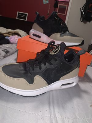 Nike . Air max shoes (Size. 10.5) for Sale in Palmdale, CA