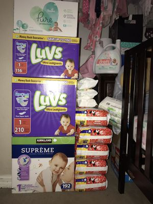 Baby Diapers/Wipes, Size 1 & 2 for Sale in Miami Gardens, FL