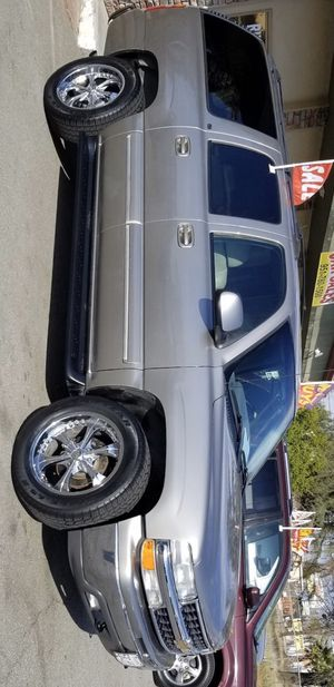 2011 CHEVY SUBURBAN for Sale in Riverside, CA