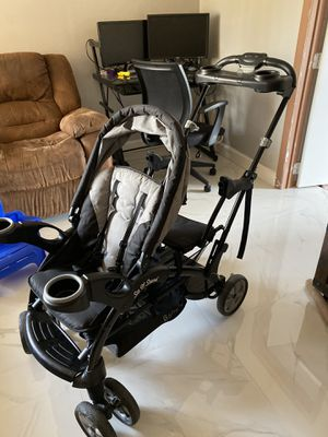 Double Stroller SIT N STAND for Sale in Doral, FL
