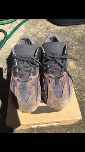ADIDAS YEEZY 700 MAUVE SIZE 10.5 for Sale in Stafford, TX