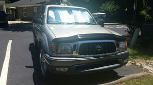 Toyota tacoma 2001 silver for Sale in Nashville, TN